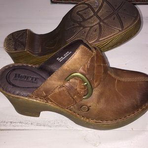 Shoes - Born slip on clogs size 6 never been worn